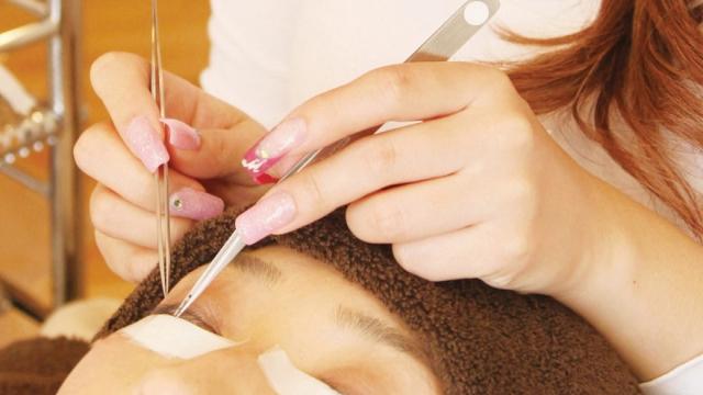 大阪で美容師の求人を探すことができる「理美専KANSAI」では、美容業界への転職を考えている方をサポートいたします